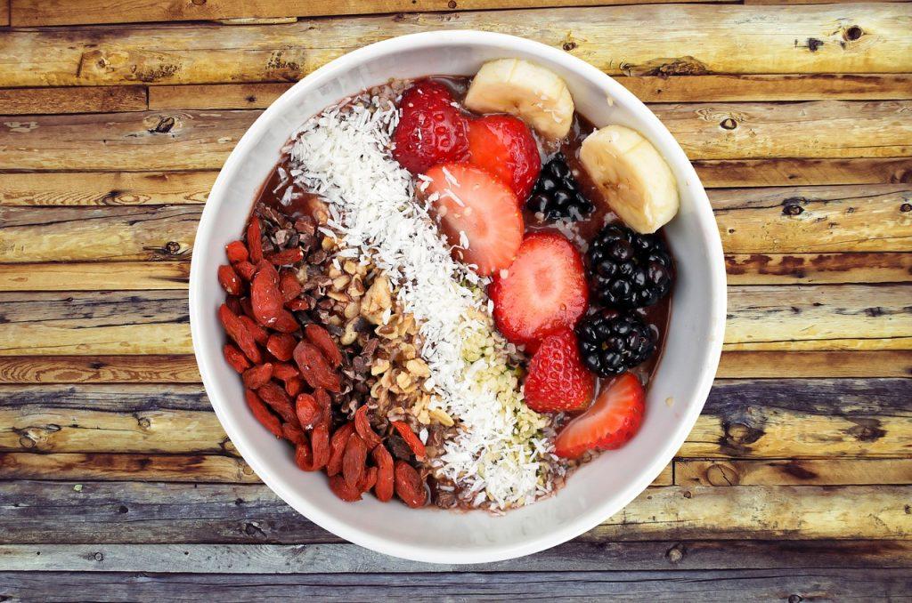 zdravé raňajky s ovocím